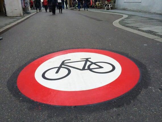 Fahrradfahren Verboten ! © Jürgen Fälchle/ fotolia.com
