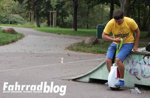Monowheel ohne Stützräder fahren
