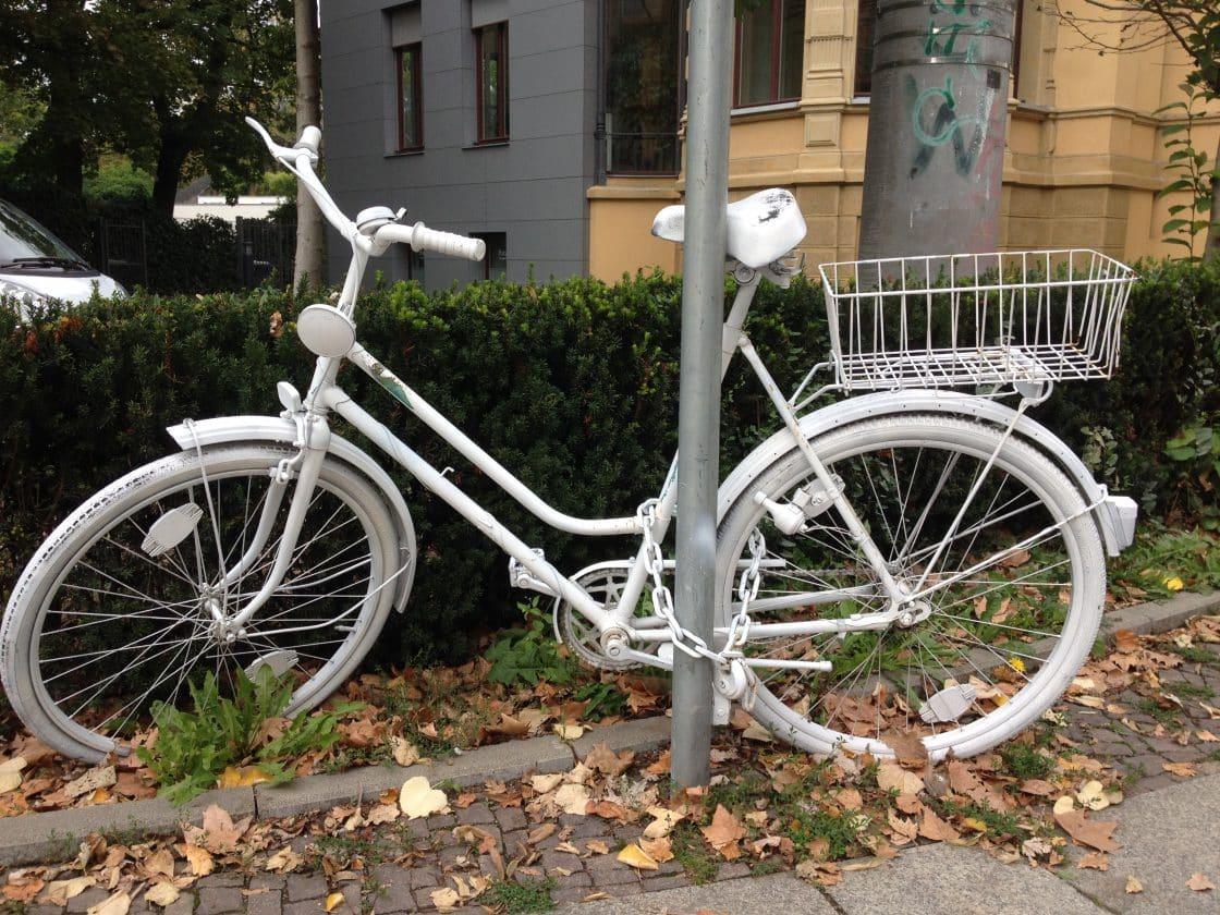geisterr der ghost bikes in st dten fahrrad blog. Black Bedroom Furniture Sets. Home Design Ideas