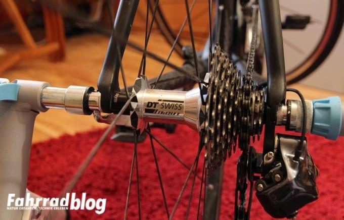 Rennrad in den Tacx Vortex Rollentrainer einspannen