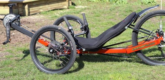 KMX Cobra X - gepolsterter Sitz auf niedriger Höhe