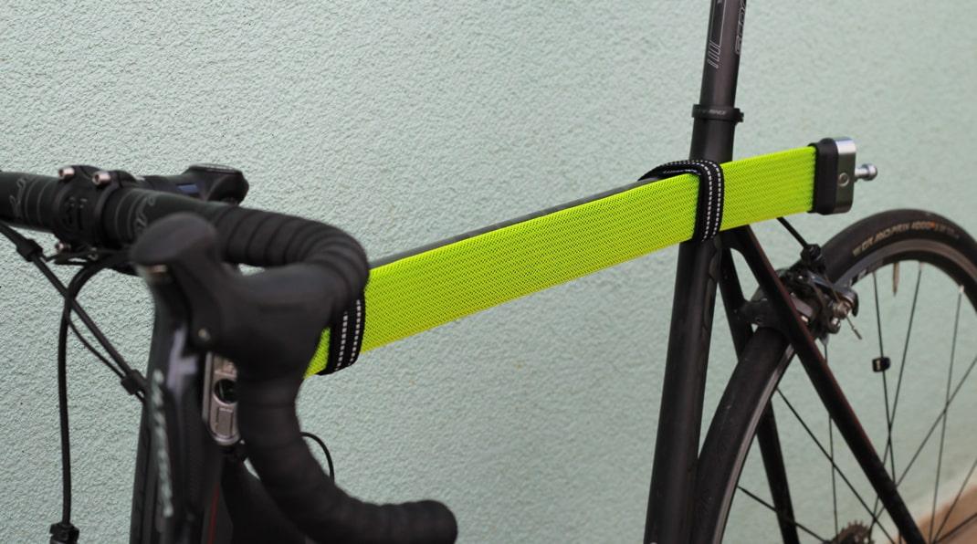 Litelok Fahrradschloss am Oberrohr befestigt