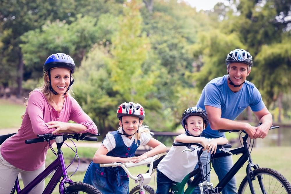 Eltern und Kind dürfen gemeinsam auf den Radweg