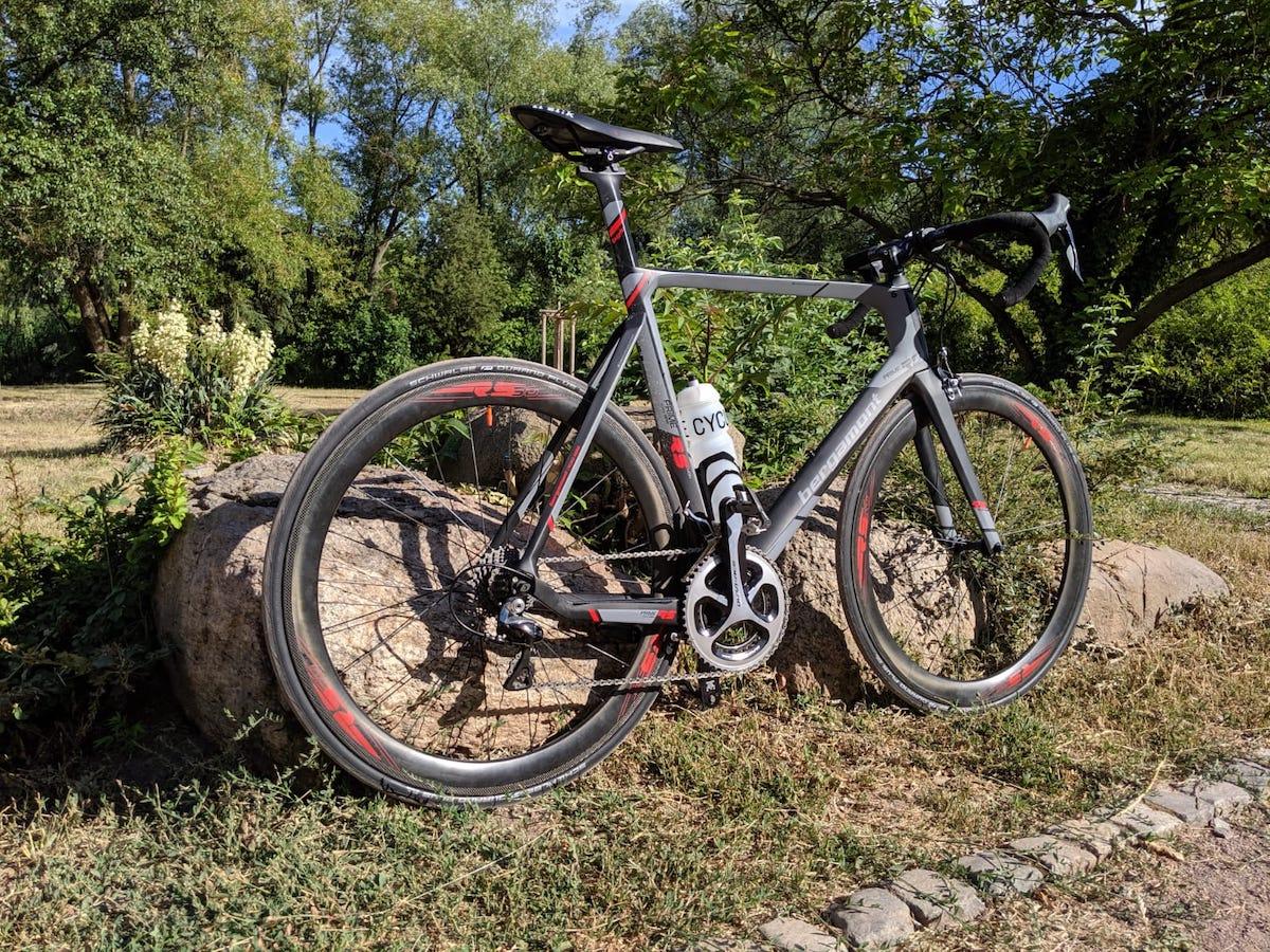 Wie man auf einem Rennrad Gewicht verliert