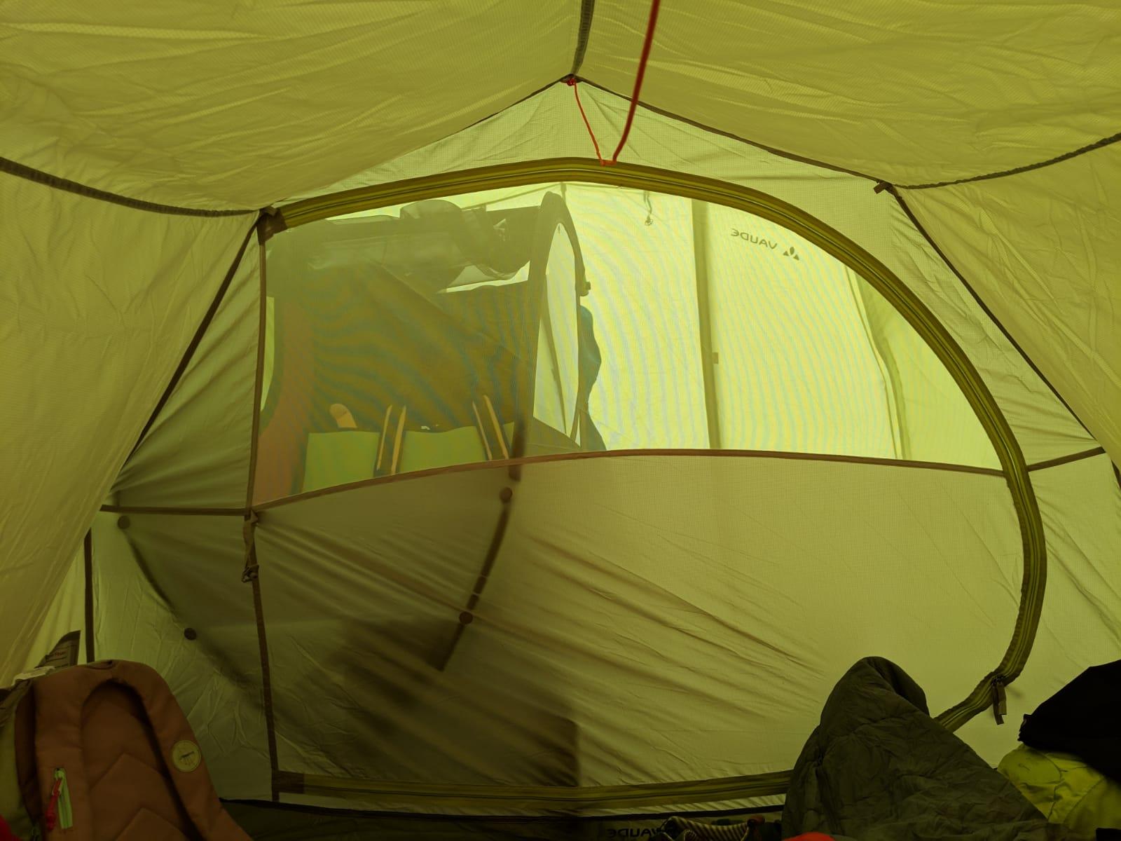 chike e-Kids im Zelt von innen